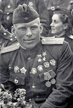 A proud, confident, and highly decorated young Soviet officer. It always amazes me when I see how hardened soldiers can even manage a smile like this man. Military Men, Military History, Airborne Army, Nuclear War, Red Army, Historical Pictures, World War Ii, Vintage Photos, Wwii