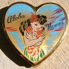 Fantastic Estate Vintage 40's-50's Aloha Hawaii Hula Girl Heart Shaped Compact
