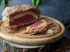 Vegan smoked bacon, made from seitan - Dailyvegan Vegan Seitan Recipe, Seitan Recipes, Bacon Recipes, Veggie Recipes, Charcuterie, Vegan Vegetarian, Vegetarian Recipes, Fromage Vegan, Kitchens