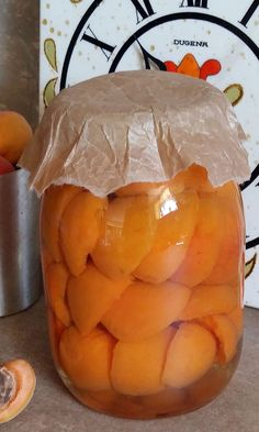 Compot de Caise - Bucataresele Vesele Pickling Cucumbers, Pune, I Foods, Preserves, Pickles, Cantaloupe, Cookie Recipes, Jelly, Deserts