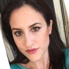 #Look di oggi : una riga di #eyeliner, kajal cioccolato @niyoandcoita , #rossetto #Mademoiselle di @chanelofficial , cipria 02 beige di #Niyo e blush marrone #Harmony della @maccosmetics ...ah, ovviamente le sopracciglia nuove  voi che fate di bello?  #YourItalianBeauty #beauty #bblogger #makeup #italiangirl #italy