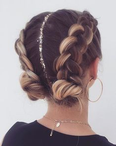 Braids 763289836832417177 - 63 Charming Braided Hairstyles bestbraidedhairstyles braidedhairstyleideas br… – Fitness GYM – 63 Charming Braided Hairstyles – Source by Curly Hair Styles, Hair Styles With Buns, Braids For Curly Hair, Hair Braiding Styles, Updo Styles, Coachella Hair, Cool Braid Hairstyles, Fashion Hairstyles, Festival Hairstyles