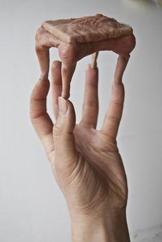 La poltrona in pelle umana non è più relegata ai film di Fantozzi. mini collezione di oggetti d'arredo by Jessica Harrison