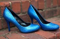 I'm in love with these DIY glitter shoes.