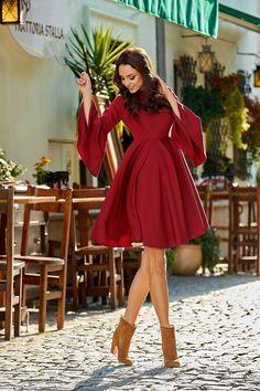 2d66dc12d5 lemoniade Zjawiskowa sukienka z rozszerzanymi rękawami bordo HAVEN - Merg.