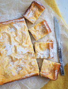 Lemon curd juustokakku (uunissa) Lemon Curd, Cheesecakes, Camembert Cheese, Nom Nom, Sweets, Sugar, Bread, Baking, Food