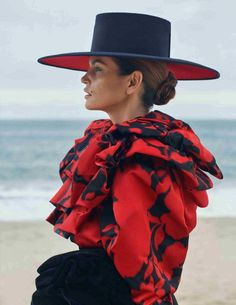 Atelier Versace, Cindy Crawford Photo, Sebastian Faena, Mode Editorials, Online Fashion Magazines, Spanish Fashion, Vogue Spain, Fancy Hats, Fashion Project