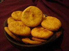 Always a great Chilean treat! I still can't decide if I love them with sweet manjar or a savory chancho en piedra. No Salt Recipes, Snack Recipes, Dessert Recipes, Chilean Recipes, Chilean Food, Cookies, Kitchen Recipes, Soul Food, Bakery