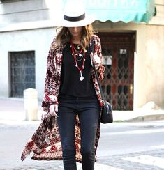 25 Trendy Fashion Boho Winter Indie Outfits for Women - Pinmagz Long Floral Kimono, Long Kimono Cardigan, Winter Sweater Outfits, Winter Outfits Women, Indie Outfits, Casual Outfits, Trendy Fashion, Boho Fashion, Boho Look