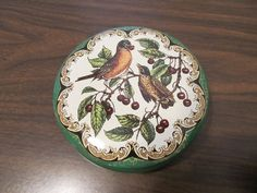 """Vintage 5"""" Daher Tin- Robin with Baby on Berry Branches- Made in England"""