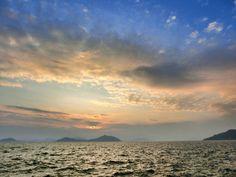 ( Evening Now at Hakata bay in Japan) 10 July 19:05 夕焼けが広がり始めた博多湾です。