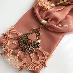 Scarf Jewelry, Diy Jewelry, Knit Shoes, Needle Lace, Crochet Squares, Knitted Shawls, Knitting Socks, All About Fashion, Clothing Patterns