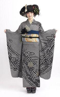 Modeling silk furisode.