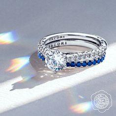 This round diamond engagement ring from Tacori pairs very well with this stunning sapphire wedding band #tacori #diamond #sapphire #engagementring #weddingband #rounddiamond #weddingset #tacoriring #tacoriengagement