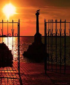 Памятник затопленным кораблям. Севастополь. Закат.