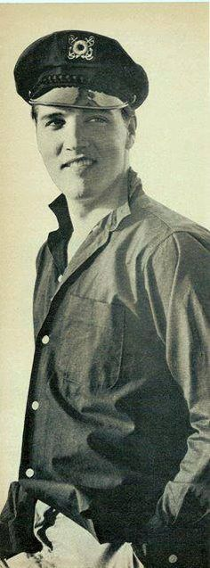 ★Elvis in his younger years. Rock N Roll, King Elvis Presley, Young Elvis, I Still Love Him, Star Wars, Celtic Thunder, Lisa Marie Presley, Friends Mom, Most Beautiful Man
