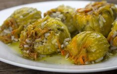 kolokitho antoi me rizi Zucchini Flowers, Healthy Gourmet, Appetisers, Greek Recipes, Fajitas, Baking Recipes, Vegetarian Recipes, Food And Drink, Lunch