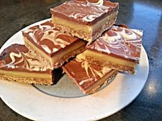 How to make the Simplest and BEST Caramel Slice Chocolate Caramel Slice, How To Make Caramel, Easy Baking Recipes, Golden Syrup, Corn Syrup, Me As A Girlfriend, Food Videos, Cravings, Tasty