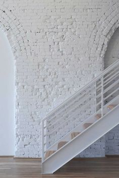 An exposed brick wall in a room doesn't always mean industrial. Moreover if we talk about the specific white brick wall, the style and design it suits will be way more than just one kind. The range is wide as . Style At Home, Interior Architecture, Interior And Exterior, Interior Design, Brick Interior, Modern Interior, White Brick Walls, White Bricks, Shades Of White