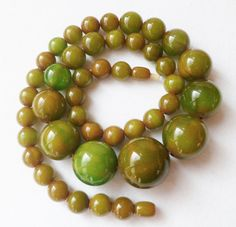 Vintage Art Deco Marbelled Bakelite Necklace. Spinach Green Amber Bakelite Beads. Old Marbeled Bakelite Graduated Necklace.