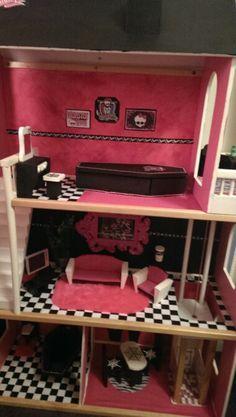 Monster high dolls house