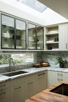 Home Interior Salas gray kitchen cabinet ideas: Add Visual Interest to the Doors.Home Interior Salas gray kitchen cabinet ideas: Add Visual Interest to the Doors Kitchen Room Design, Kitchen Cabinet Design, Modern Kitchen Design, Home Decor Kitchen, Interior Design Kitchen, Kitchen Furniture, Home Kitchens, Kitchen Ideas, Space Kitchen