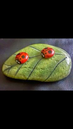Looking for some easy painted rock ideas to get inspired by? See more ideas about Rock crafts, Painted rocks and Stone crafts. Pebble Painting, Pebble Art, Stone Painting, Diy Painting, Shell Painting, Image Painting, Garden Painting, Painting Lessons, Stone Crafts