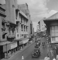 A view of the main shopping street in Manila called the Escolta. Date Photographed: Photographer: Carl Mydans. Philippines Culture, Manila Philippines, Old Pictures, Old Photos, Vintage Photos, Philippine Architecture, Philippine Holidays, Intramuros, Uk Visa