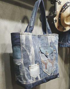 Artisanats Denim, Denim Purse, Sacs Tote Bags, Reusable Tote Bags, Rag Quilt Purse, J Bag, Jean Purses, Diy Bags Purses, Diy Handbag