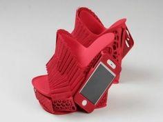Chaussures et étui pour iPhone à la fois, le tout imprimé en 3D