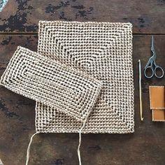 Crochet pattern of star stitch Crochet Basket Pattern, Granny Square Crochet Pattern, Crochet Clutch, Crochet Handbags, Granny Square Häkelanleitung, Knitting Patterns, Crochet Patterns, Diy Crafts Crochet, Crochet Market Bag