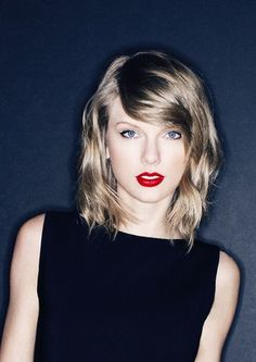 Taylor Swift As You've Never Seen Her Before.At this point YOU KNOW that the previous couple of years have been uncommon ones in the life of Taylor Swift. Taylor Swift 2014, Taylor Swift Songs, Taylor Swift Moda, Style Taylor Swift, Taylor Swift Short Hair, Swift 3, Taylor Swfit, Taylor Swift Makeup, Short Cuts