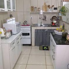 Home Decor Kitchen, Interior Design Kitchen, Bedroom Colour Palette, Vintage House Plans, Kitchen Organization Pantry, Small Apartment Decorating, Simple House, Beautiful Kitchens, Kitchen Remodel