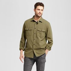 Bring the perfect casually chic style into your day with the Long-Sleeve Work Shirt from Goodfellow & Co.™ This button-down shirt brings the right utility-style vibes with the two front pockets, while the structured fit keeps a style that you'll love rocking day and night. Wear it with jeans and leather boots for a dinner out or keep it unbuttoned with a white tee and jeans for a casual day look.