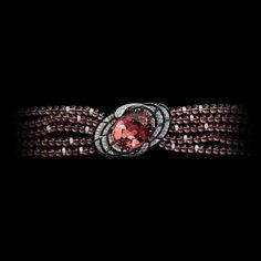 Bracelet white gold one oval-shaped tourmaline garnet b Cartier Diamond Bracelet, Cartier Jewelry, High Jewelry, Jewelry Box, Bracelet Designs, Jewellery Designs, Vintage Diamond, Bangle Bracelets, Bangles