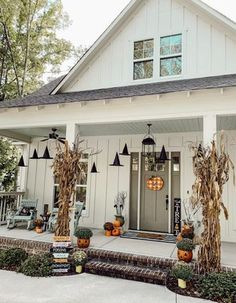 Dulceros Halloween, Adornos Halloween, Halloween Disfraces, Halloween Tricks, Halloween Costumes, Halloween Porch Decorations, Halloween Home Decor, Farmhouse Halloween, Samhain Decorations