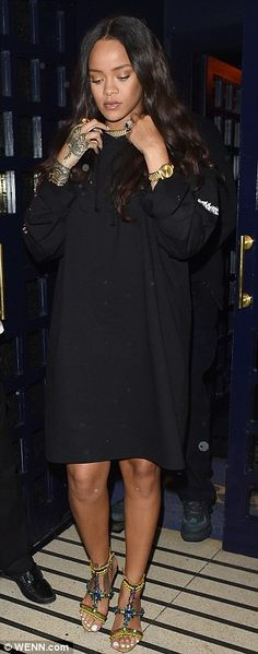 Rihanna and Drake fuel reconciliation rumours as they hit the London club scene til 4.30am | Daily Mail Online