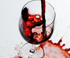 Wine looks as good as it tastes. Pouring Wine, Fine Wine, Red Wine, Alcoholic Drinks, Fine Art, Glass, Drinkware, Corning Glass, Red Wines
