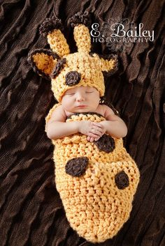 Knit Crochet Giraffe Cocoon baby my kid will have this Crochet Baby Cocoon, Crochet Bebe, Cute Crochet, Crochet For Kids, Knit Crochet, Crochet Hats, Baby Cocoon Pattern, Crochet Baby Costumes, Crochet Baby Clothes