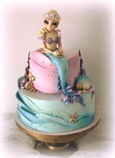 Sirena - cake by Cristina Little Mermaid Cakes, Mermaid Birthday Cakes, Baby Birthday Cakes, Little Mermaid Parties, Beautiful Cakes, Amazing Cakes, Fondant Cakes, Cupcake Cakes, Fantasy Cake