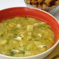 """Polévka s bramborami, vejcem a česnekem je uvařena """"raz dva"""" a tak je předurčena do časové tísně, když spěcháme a nevíme co dřív. Česnečka může být také podpůrnou polévkou při nemocech z nachlazení anebo při """"rozhozeném"""" zažívání. Slovak Recipes, Czech Recipes, Ethnic Recipes, Recipes For Soups And Stews, Soup Recipes, Cooking Recipes, Garlic Soup, European Cuisine, Food 52"""