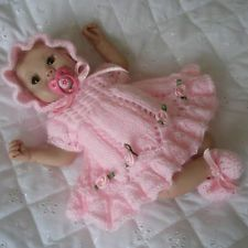 My hairpin lace baby blanket, beanie and booties Knitting Dolls Clothes, Crochet Doll Clothes, Knitted Dolls, Doll Clothes Patterns, Crochet Dolls, Doll Patterns, Baby Clothes Blanket, Baby Doll Clothes, Baby Dolls