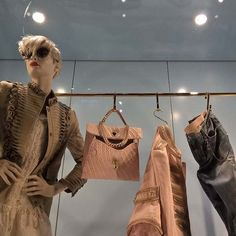 #fashion in an #hotel #elevator #ermannoscervino #larinascente #mfw #mfw17 #morelumialove #lumiaphotography #lumia #mfw2017 #window #fashionweek #instacool #instagood #instagrammers #Instagram #igers #igersitalia #instafashion