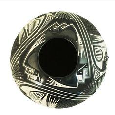 Cerámica de Paquimé. #mataortiz #pottery #ceramica #paquime #chihuahua #mexico #amerindian #precolumbian #casasgrandes #chihuahua #mogollon por ismaelherz en Instagram http://ift.tt/1mwrpcp #navitips