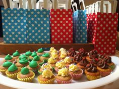 Mint cupcakes, witte choco cupcakes en bruine choco cupcakes. Traktatie voor een feestje. Home made by ititsgoodinmyhood
