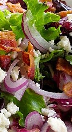 A beautiful, classic salad of romaine hearts topped with a creamy, Greek nonfat yogurt salad dressing. Salad Bar, Side Salad, Soup And Salad, Salad Bowls, Salad Dressing Recipes, Salad Recipes, Cesar Salat, Healthy Salads, Healthy Recipes