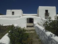 The fusion of Ibizan traditions with function, form, and taste is the hallmark of a Blakstad Ibiza house project. Ibiza, Door Design, House Design, Mykonos Villas, Adobe House, Spanish Design, European House, Natural Building, Good House