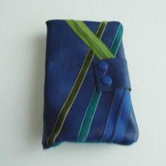 Grand portefeuille en cuir véritable bleu roy, piéce unique.