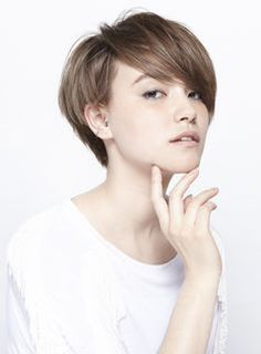 Funky short pixie haircut with long bangs ideas 73
