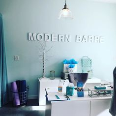 I spent my Sunday morning at the barre. @modernbarre that is. A wonderful Signature class with Julia and a great group of women for my Eating for Energy workshop afterward. A really fun morning! . . . . . . #newmom #postpartum #fitmom #postpartumfitness  #breastfeeding #breastfeedingmom #nursingmom #healthcoach #iin #nutritionschool #iinhealthcoach #holisticnutrition  #integrativenutrition #healthcoaching #nourishment #takebackpostpartum #postpartumweightloss #eatarainbow #paleo #eatclean…